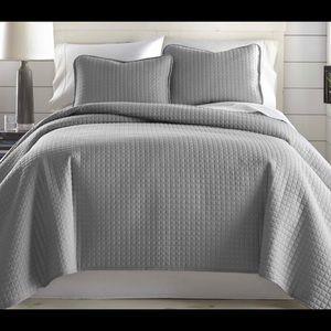 Eldon Reversible Quilt Set